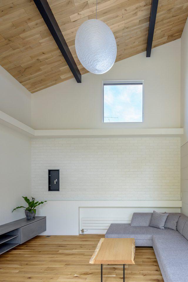 天井の高いリビングのある新築住宅