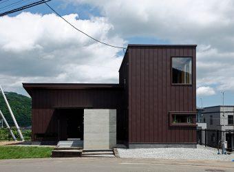 自然豊かな土地に建つ新築住宅
