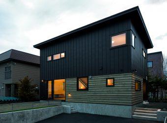 金属サイディングの外壁の住宅
