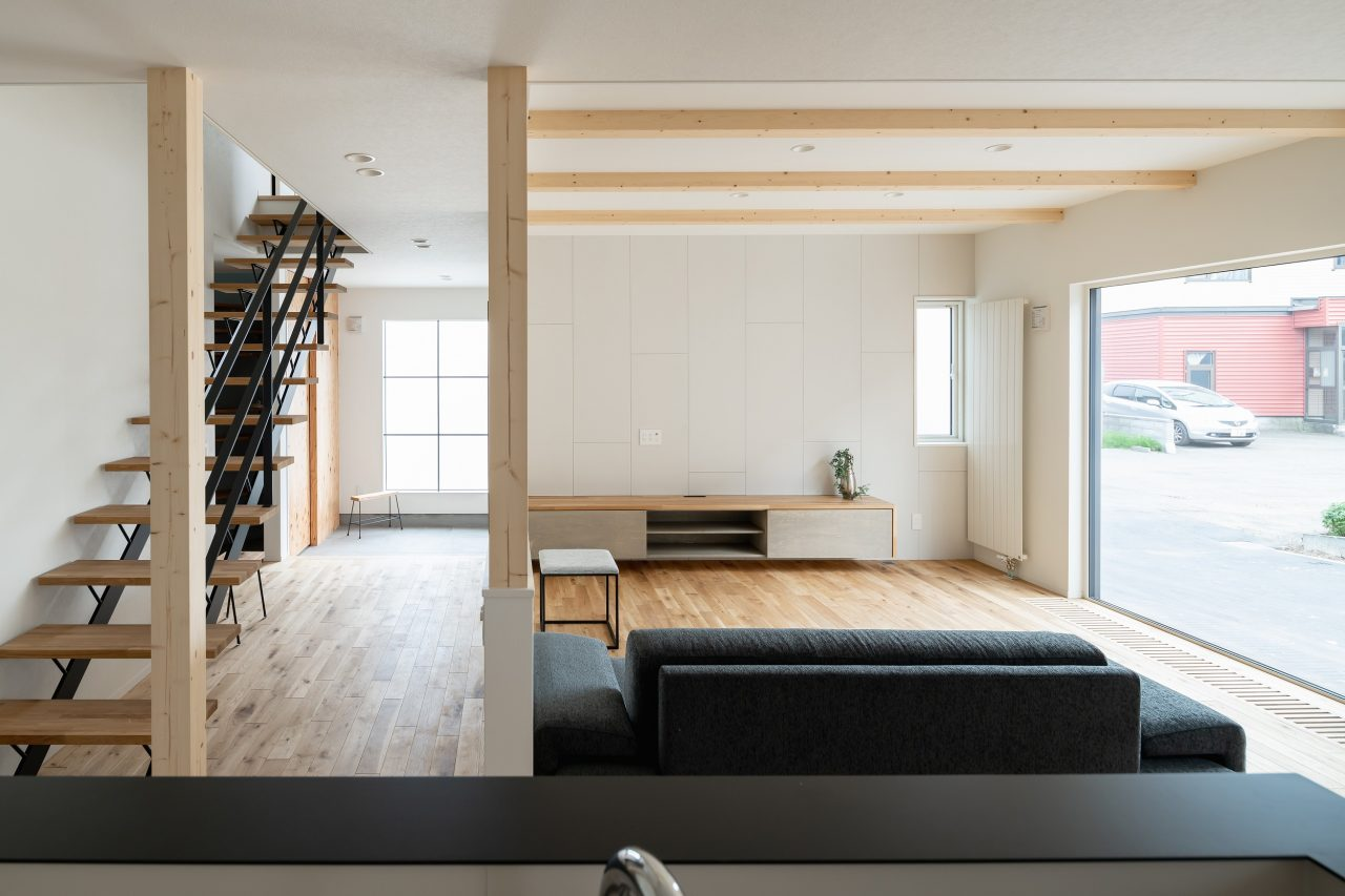 札幌新築住宅。オープンリビング。リビング階段。無垢フローリング。モイス。